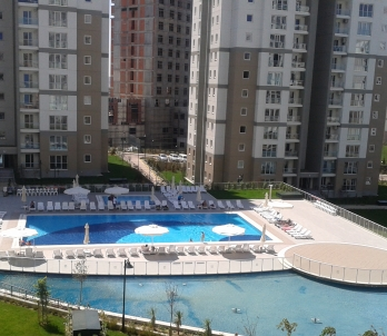 AVRUPA HOMES : POOL AND LAKE VIEW